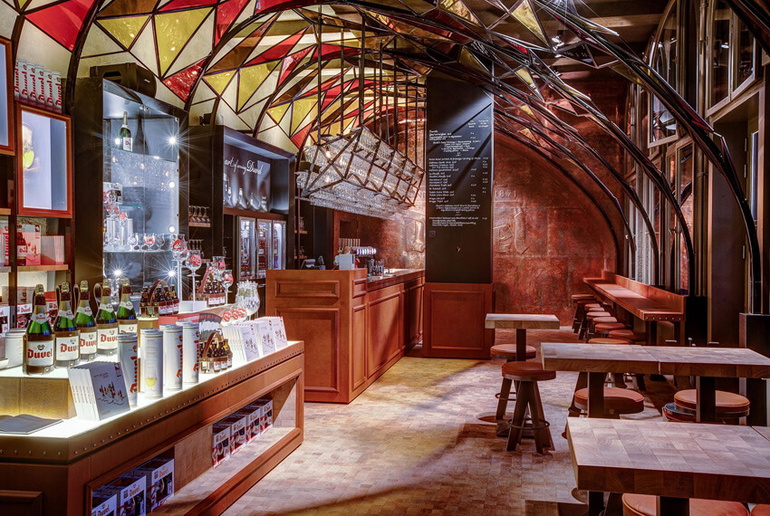 Horeca inrichting Duvelorium Brugge - Meubelen Devriese