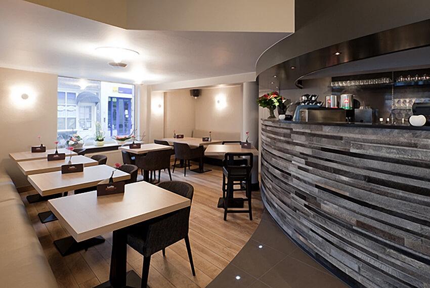 Horeca inrichting Leffe Café (Brugge) - Meubelen Devriese